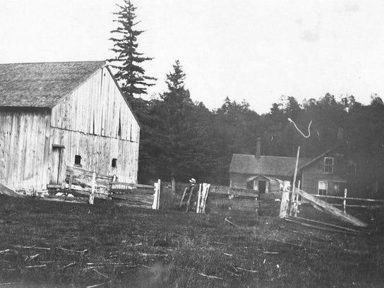 Coates Island Barn and original farmhouse 1907 1910001
