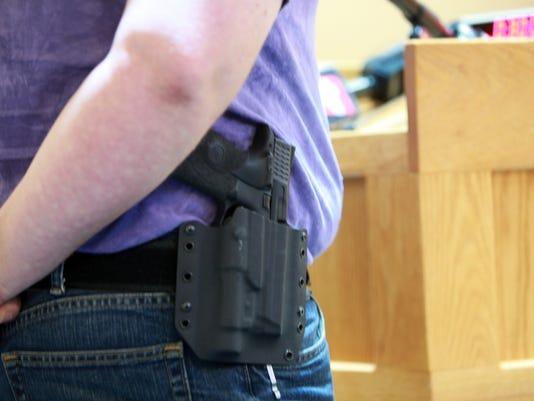 635651504544940778-Guns-081610-arm-wa
