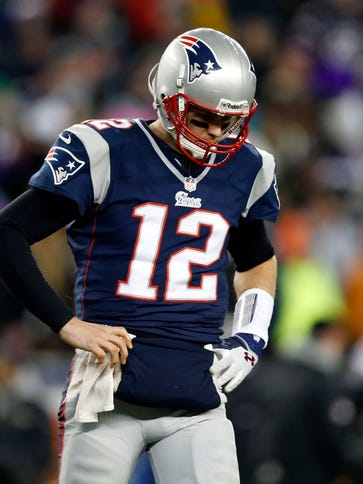 Patriots QB Tom Brady is displeased after throwing