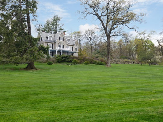 Want to keep your lawn beautiful? Fertlize and seed in fall, not spring.