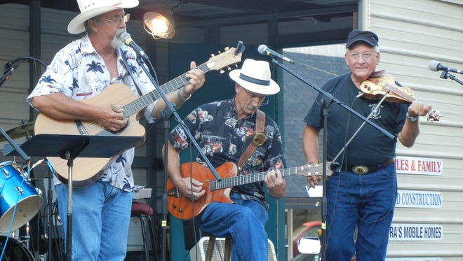 In Cahoots performs at 7 p.m. Saturday at Yellville's Music on the Square.