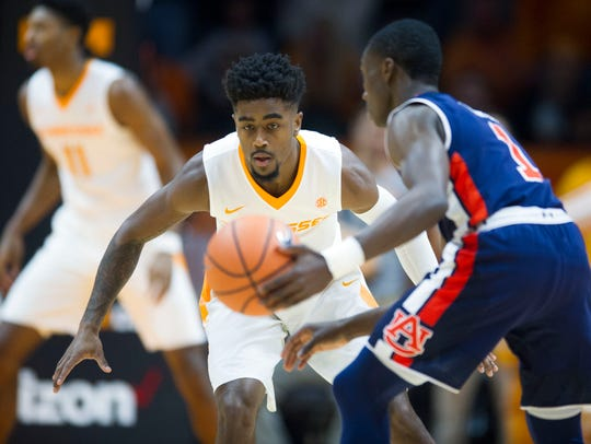 Tennessee's Jordan Bone defends Auburn's Jared Harper