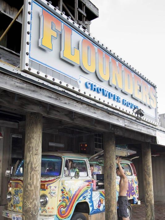 Beach leaders to consider parking lot food trucks