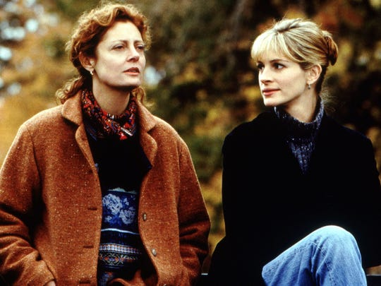 Susan Sarandon and Julia Roberts perform in 'Stepmom,' circa 1998.
