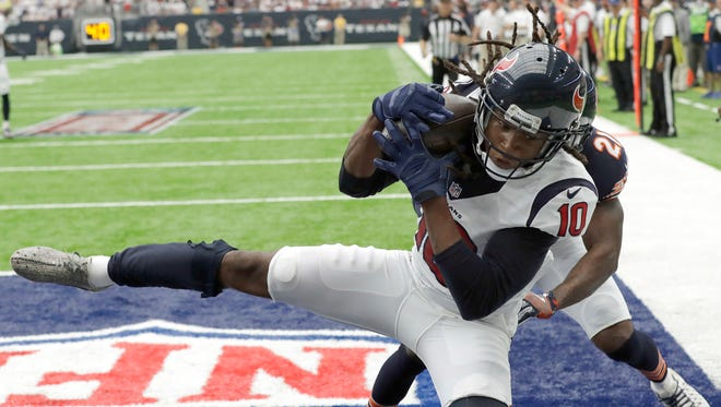 Houston Texans wide receiver DeAndre Hopkins (10) makes a touchdown catch in front of Chicago Bears cornerback Tracy Porter (21) during the first half Sunday in Houston.