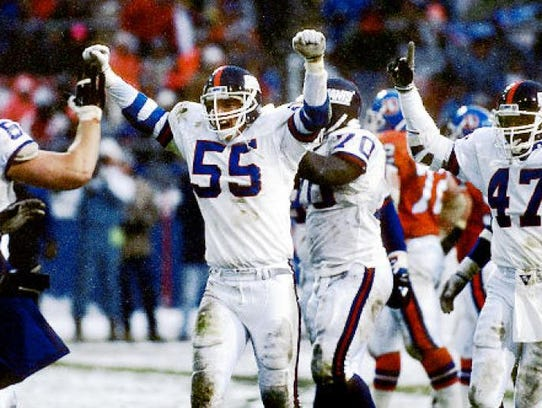 New York Giants great Gary Reasons will sign autographs