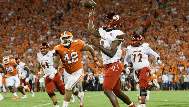 Louisville quarterback Lamar Jackson looks to pass against the Clemson Tigers in Week 5.
