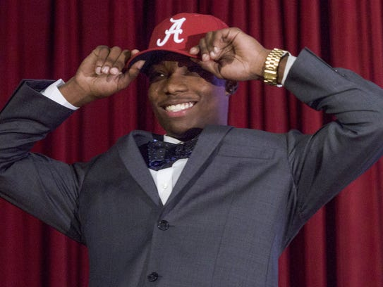 Henry Ruggs, III, announces that he is signing with