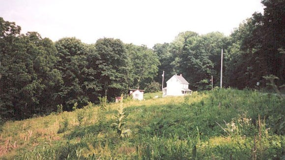 Here is the murder house, Rehmeyer's Hollow, Pa. This location is so remote that's it's hard to explain how to get there, and it's difficult to attach a nearby town to this locale. Is it Shrewsbury, Stewartstown, Winterstown? Or somewhere else? For whatever it's worth, it stands in North Hopewell Township in southern York County.