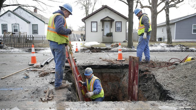 A Green Bay Water Utility crew replaces an 80-year-old lead water line on Ethel Street.