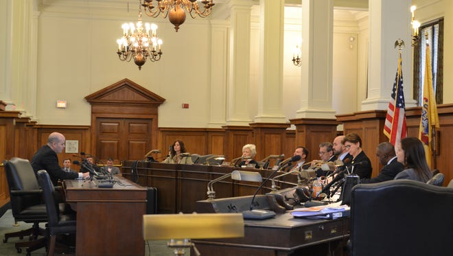 A hearing held on Monday by the State Senate Commerce Committee sought answers amid allegations that FieldTurf, a Canadian artificial turf manufacturer, sold defective turf to state school districts and municipalities.