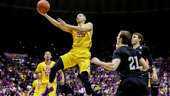 LSU forward Ben Simmons (25) shoots over Texas A&M guard Alex Caruso (21) on Saturday in Baton Rouge.