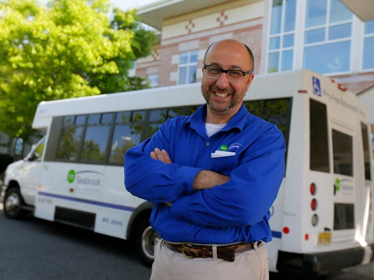 Opera-singing bus driver Mike Rabinowitz serenades