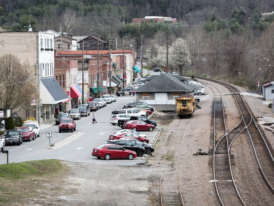 A view down Locust Street in Spruce Pine. The town was founded in 1907 when it was a stop along the Clinchfield Railroad helping make it the largest town in the Toe River Valley in the early 20th century. A combination of the decline in the use of railroads to transport goods, as well as modernization of the mining industry contributed to a dwindling of its economy.