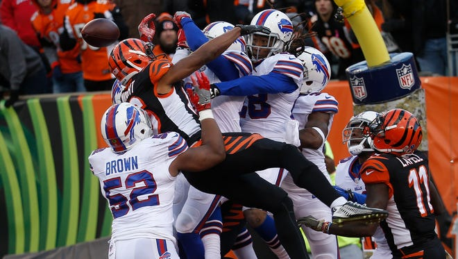 Cincinnati Bengals wide receiver James Wright, second from left, can't make the catch against the Buffalo Bills defense on the final play of the second half of an NFL football game, Sunday, Nov. 20, 2016, in Cincinnati. The Bills won 16-12. (AP Photo/Frank Victores)