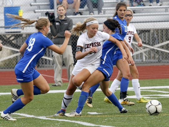 Elmira's Alexus Boorse tries to split Horseheads players