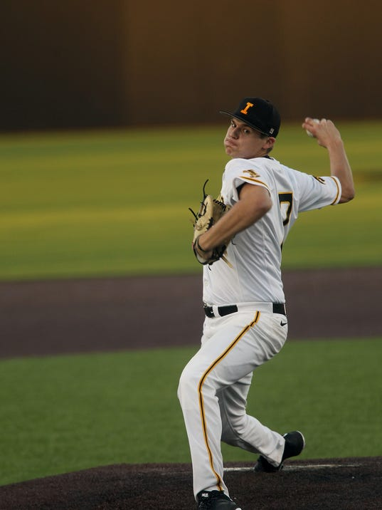 636233917842847699-IOW-0222-Iowa-vs-Loras-baseball-06.jpg