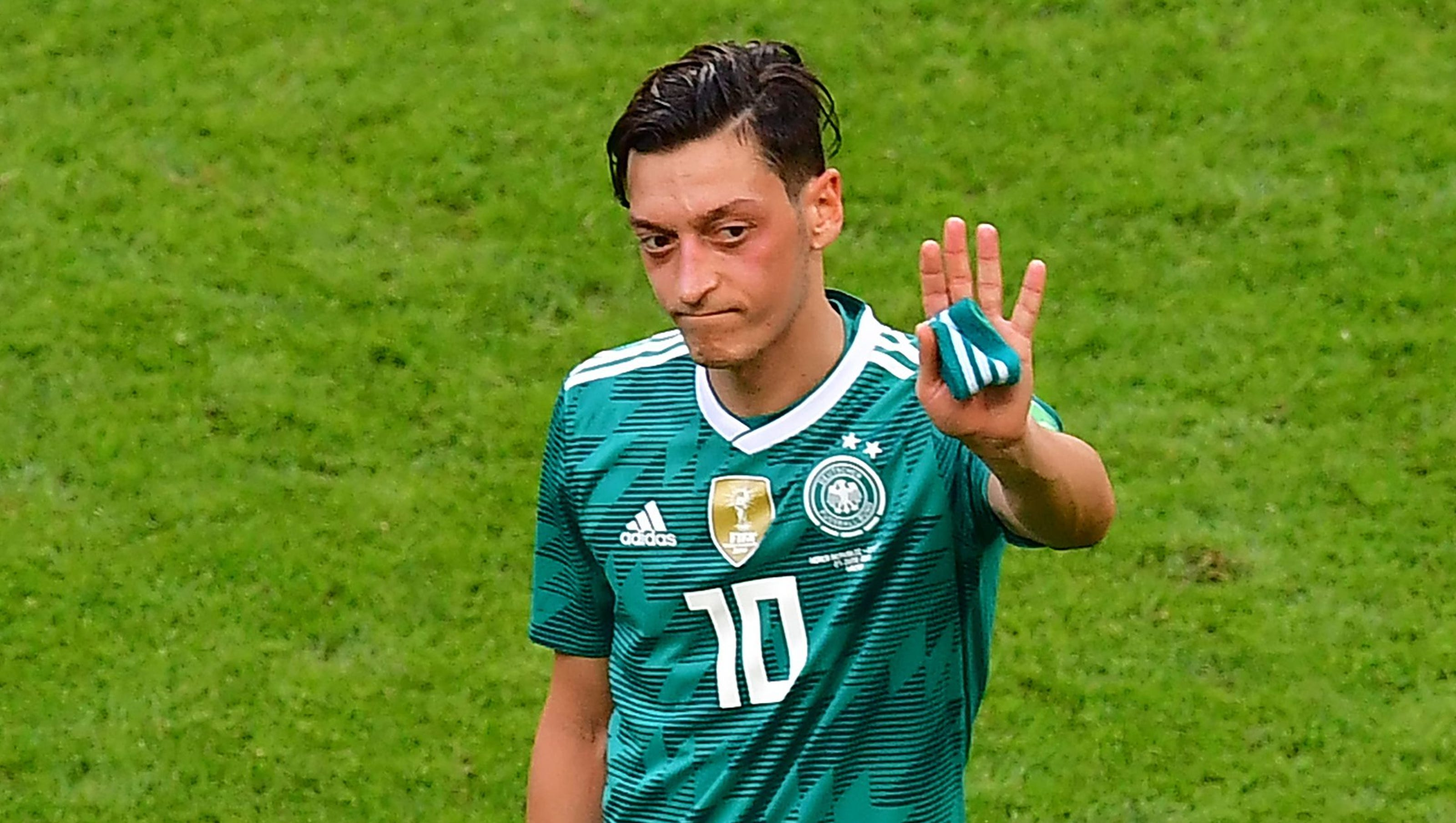 Mesut Ozil quits German national soccer group, citing 'racism and disrespect' thumbnail