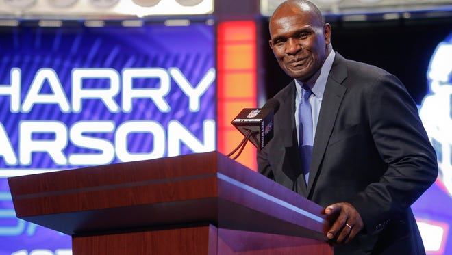 Former New York Giants linebacker Harry Carson announces the Giants second round pick of the 2014 NFL Draft, Friday, May 9, 2014, in New York.