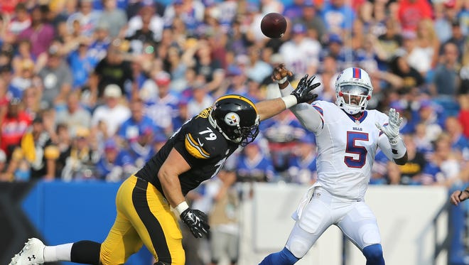 Bills quarterback Tyrod Taylor makes this throw past pressure from Steelers Ethan Hemer (79).