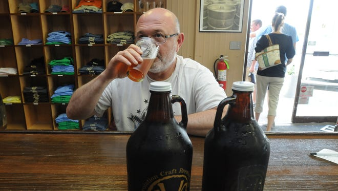 Worcester residents may soon be able to get growlers filled at restaurants and bottle shops.