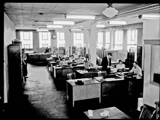 Photo showing the new Nashville Banner newsroom during