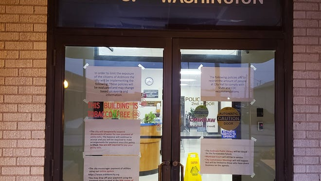 Signs posted on the front door of City Hall alert citizens to public closures and ask residents to pay their water bill via the payment drop or online.