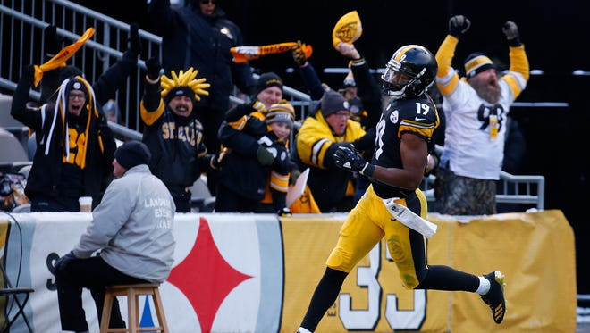 JuJu Smith-Schuster scores on a 96 yard kickoff return against the Cleveland Browns, his eighth touchdown of his rookie season.