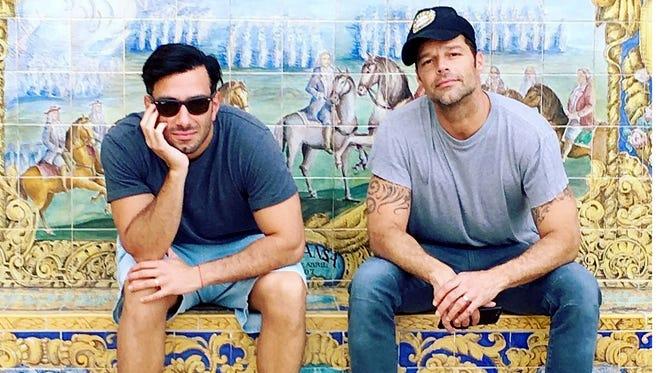 Ricky Martin (der.) afirmó que supo desde el primer momento que vio a Jwan Yosef (izq.) que se iba a casar con él.