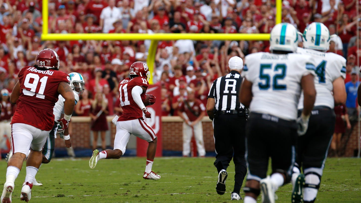 mike stoops has oklahoma defense rolling after rough 39 16. Black Bedroom Furniture Sets. Home Design Ideas