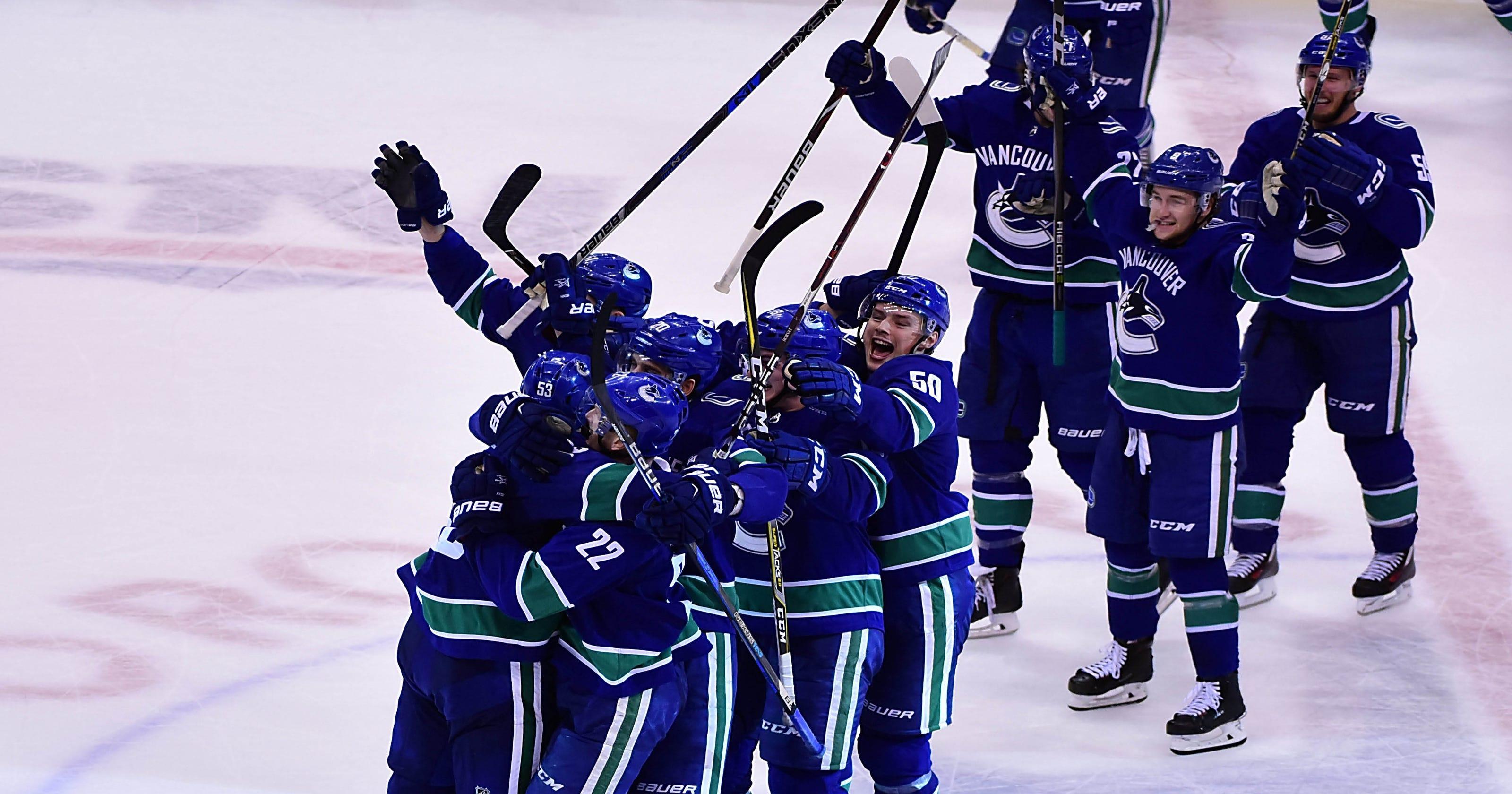 newest 0a44c b84dc Daniel, Henrik Sedin dazzle in last home game for Vancouver Canucks