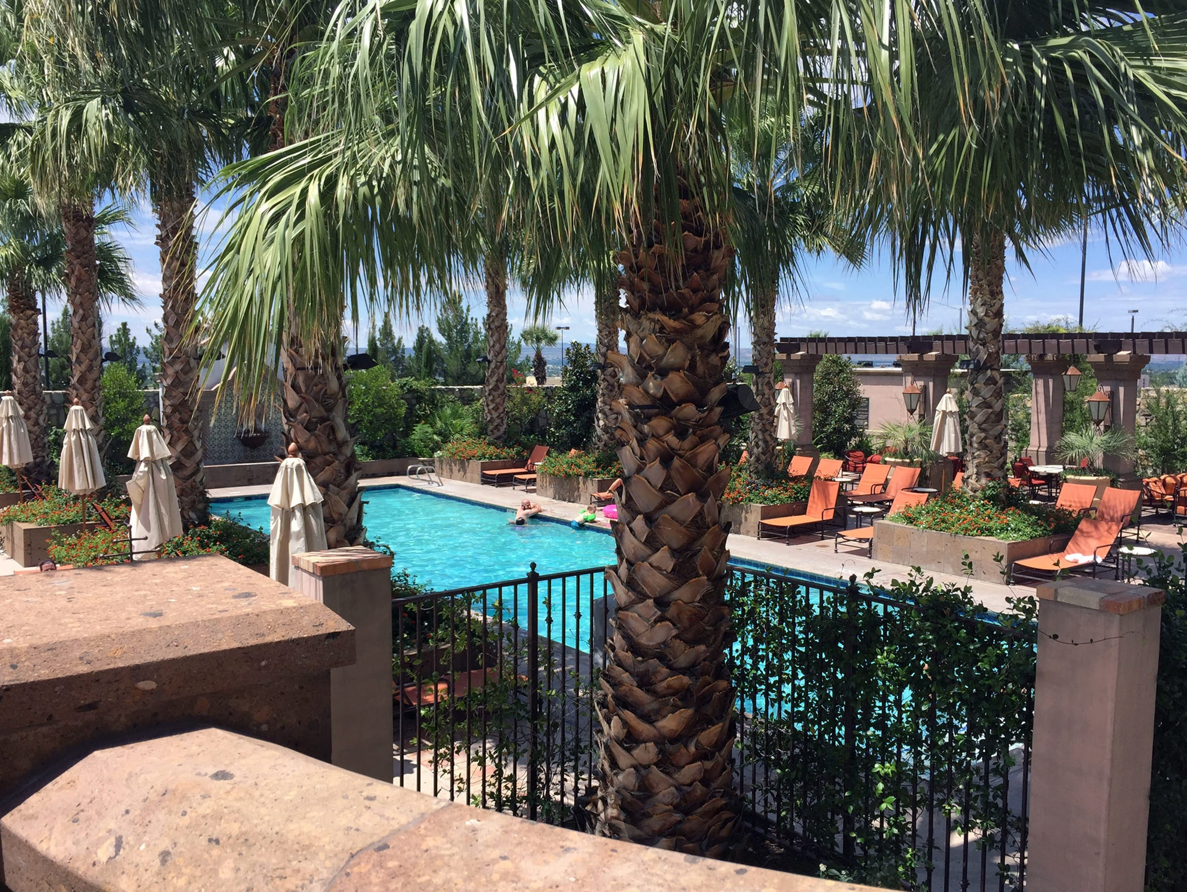 A view of the outdoor spaces Hotel Encanto de Las Cruces