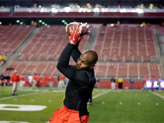 Rutgers wide receiver Leonte Carroo catches a pass during warmsup before an NCAA college football game against Michigan State, Saturday, Oct. 10, 2015, in Piscataway, N.J. (Photo/Mel Evans)