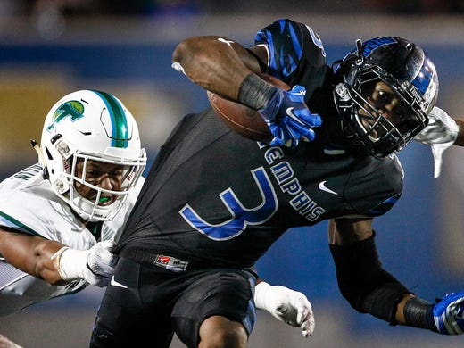 October 31, 2015 - Memphis' Anthony Miller scramble