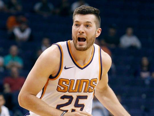 Phoenix Suns forward Alec Peters