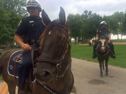 636087765343462188-Mounted-patrol.jpg