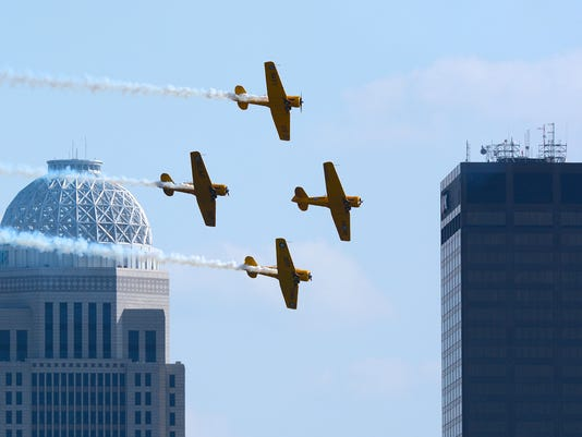 635970346909165515-62-Thunder-Air-Show-later-afternoon-by-Zimmer.JPG