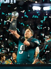 Eagles quarterback Nick Foles holds up the Vince Lombardi