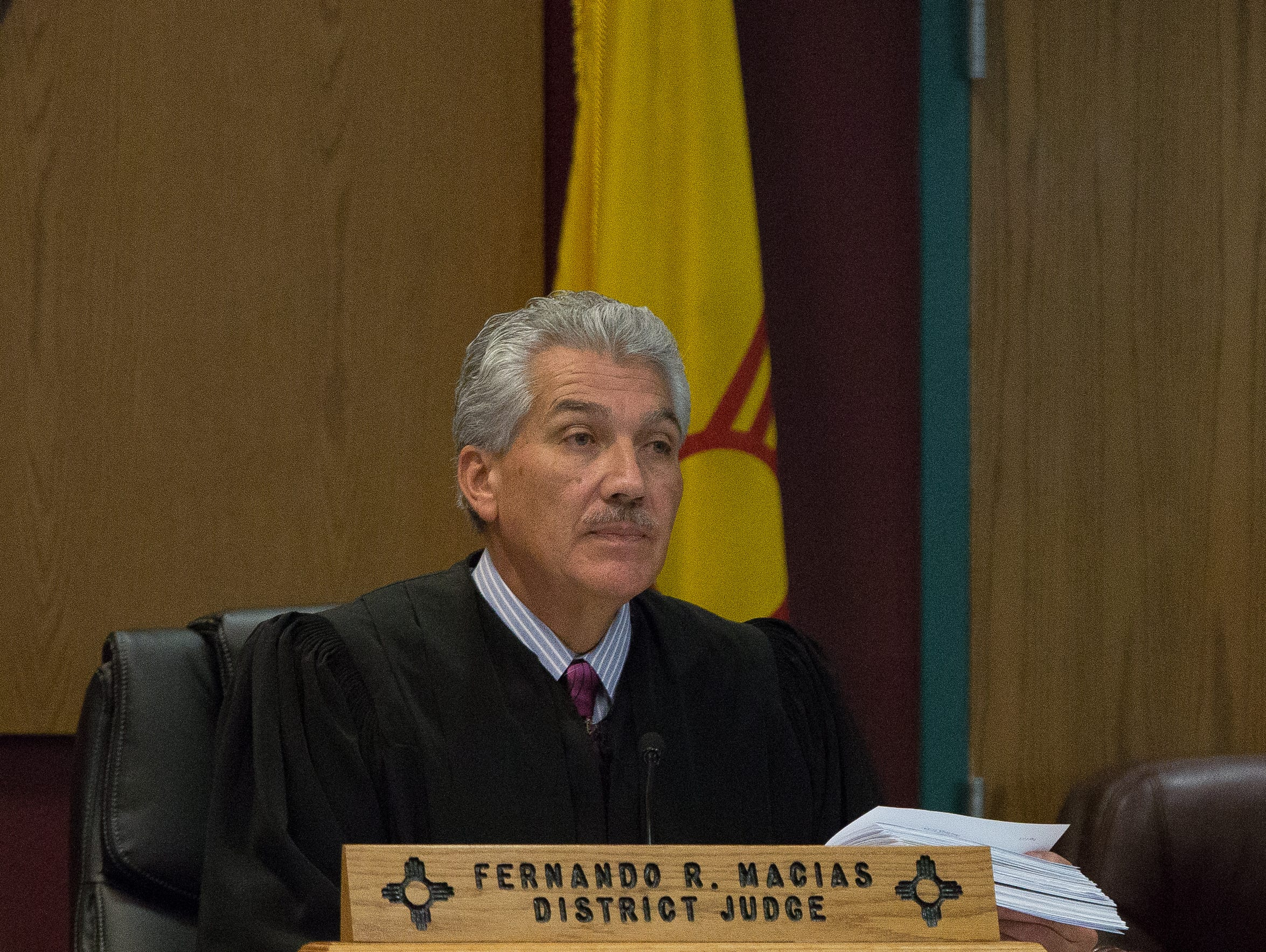 Fernando Macias will give up his gavel and hang up hisrobes after more than a decade on the benchto take the top position in Doña Ana County government.