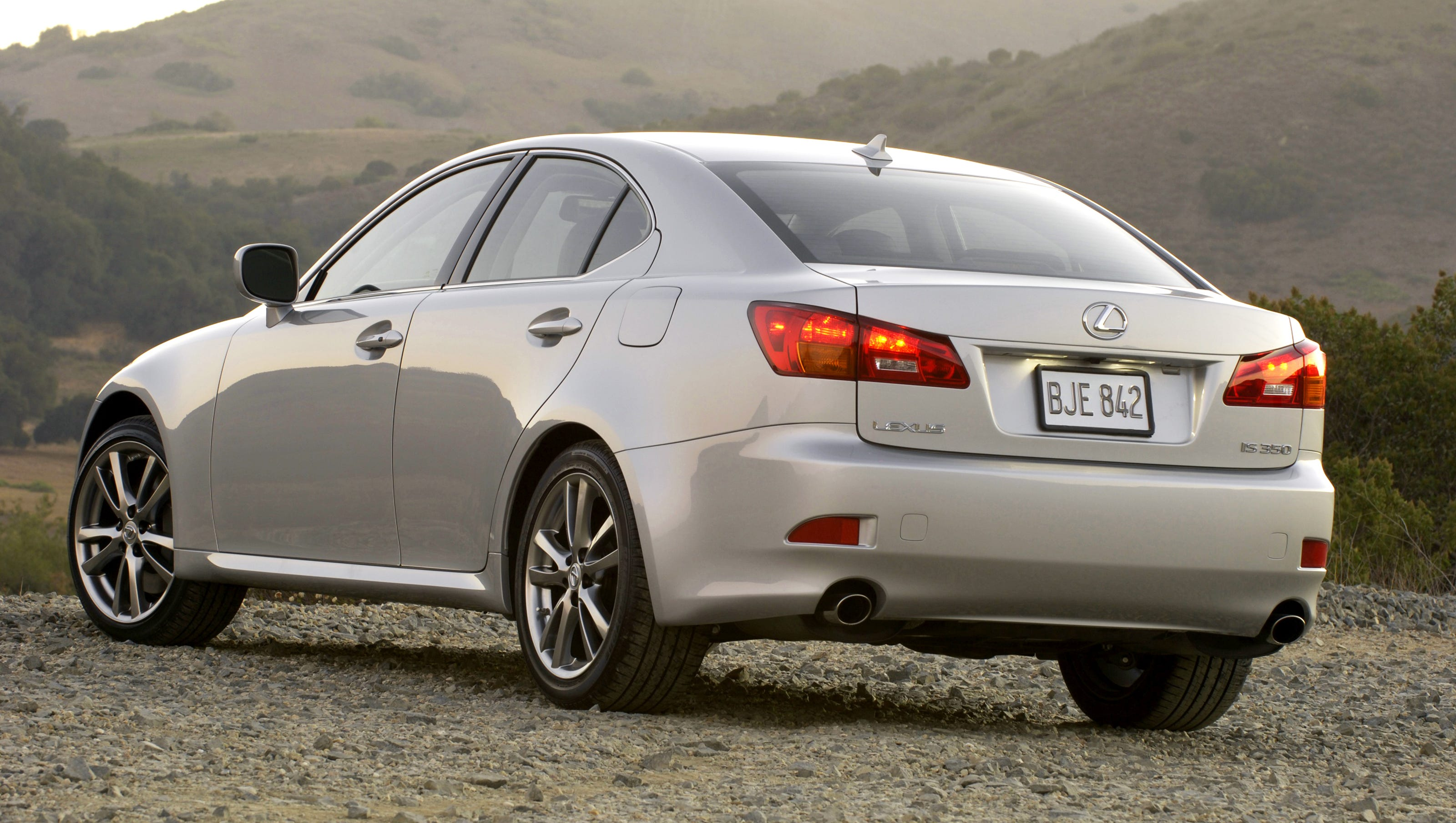 Lexus Recalls 121k V6 Cars To Fix Fuel Leaks That Can Cause Fires