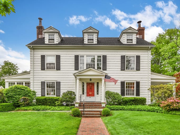 39 mad men 39 house on the market for 1 1 million Custom colonial homes