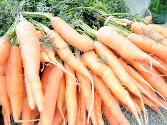 635811910040893168-Carrots-Farmers-Market