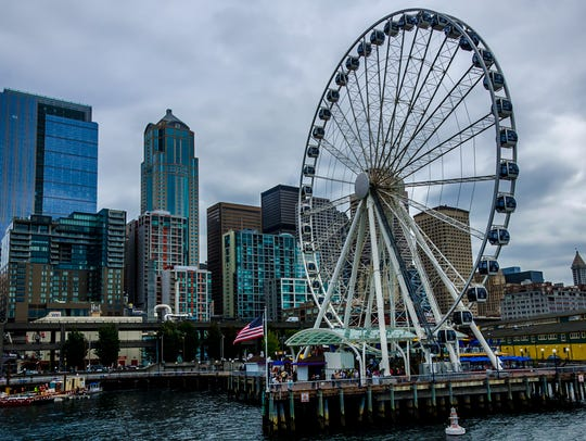 Seattle Great Wheel with the Seattle downtown in the