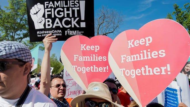 El Departamento de Justicia solicitó hoy de manera formal al Tribunal Supremo que reconsidere el caso de las medidas migratorias del presidente, Barack Obama, cuando la máxima corte esté al completo, con nueve jueces.