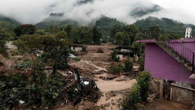 Las fuertes lluvias ocasionadas por los remanentes de la tormenta tropical Earl ha dejado en México 42 muertos hasta el momento, y la cifra podría aumentar porque todavía hay varios desaparecidos, informaron hoy las autoridades.