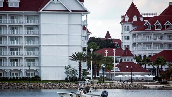 """Lane Thomas Graves, de dos años, murió el 14 de junio por """"traumatismo craneoencefálico y ahogamiento"""", tras haber sido arrastrado por un caimán hasta una laguna del Grand Floridian Resort en Orlando, cuando estaba jugando en la orilla."""