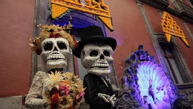 """México realizará el próximo sábado el primer desfile del Día de Muertos totalmente inspirado en una parte de la película de James Bond """"Spectre"""", filmada en 2014 y que en sus primeras escenas recupera esta festividad."""