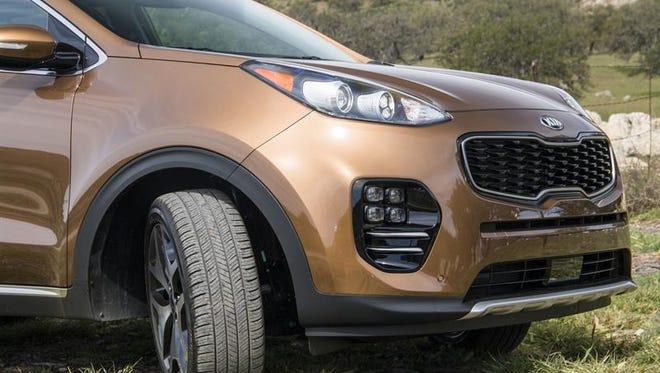 Kia llamará a revisión en el país 71,704 vehículos del modelo Sportage 2008-2009 por un defecto que puede causar el cortocircuito de la unidad electrónica de control hidráulico (HECU, en sus siglas en inglés), informó hoy el fabricante coreano.