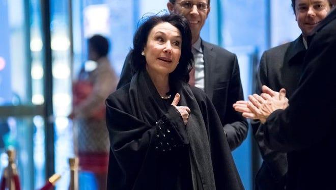 La consejera delegada de la compañía Oracle, Safra Catz, a su llegada a la Trump Tower en Nueva York, Estados Unidos.