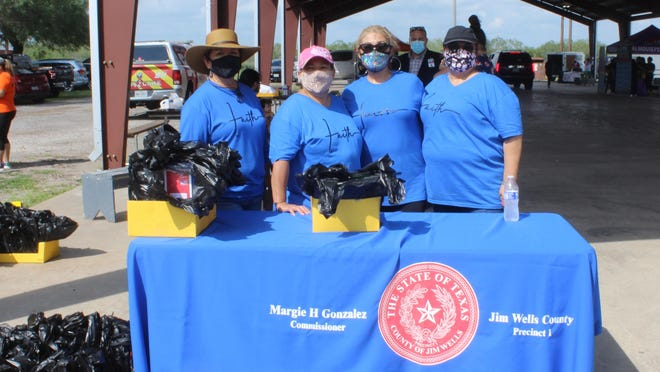 Jim Wells County Commissioner Maggie Gonzalez and elected officials supported the students supply drive on Saturday.